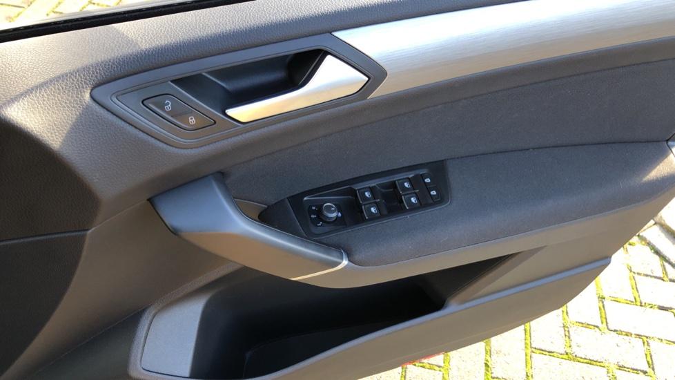 Volkswagen Touran 1.6 TDI 115 SE Family Manual, Nav, Sunroof, Adaptive Cruise, DAB Radio, Front & Rear Sensors image 28