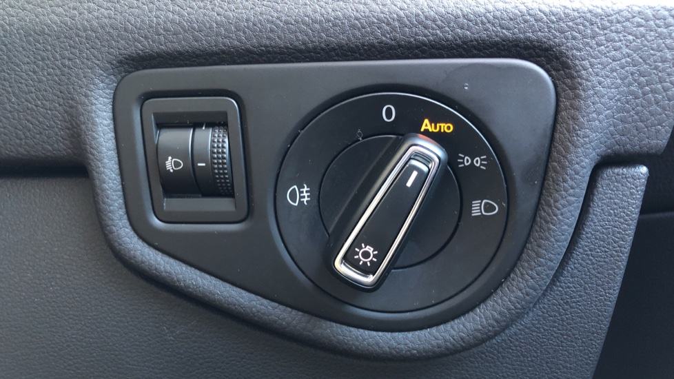 Volkswagen Touran 1.6 TDI 115 SE Family Manual, Nav, Sunroof, Adaptive Cruise, DAB Radio, Front & Rear Sensors image 25