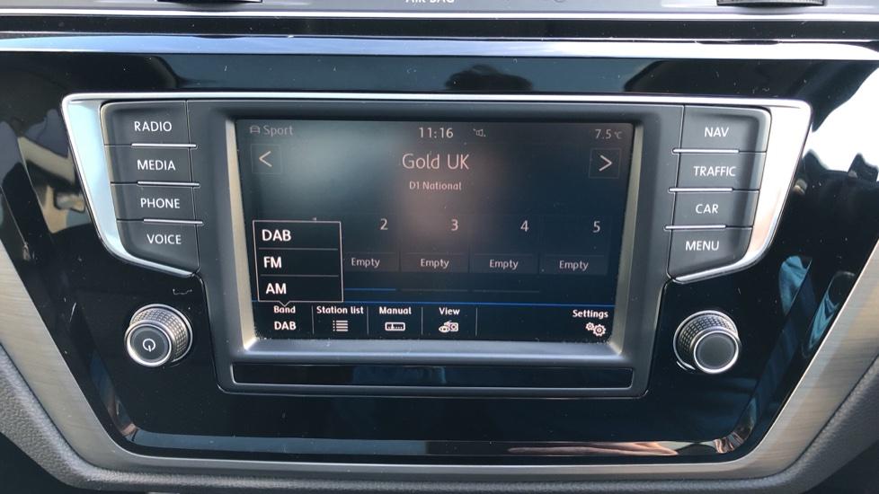 Volkswagen Touran 1.6 TDI 115 SE Family Manual, Nav, Sunroof, Adaptive Cruise, DAB Radio, Front & Rear Sensors image 21