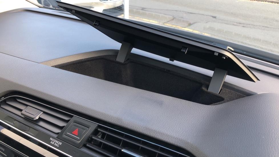 Volkswagen Touran 1.6 TDI 115 SE Family Manual, Nav, Sunroof, Adaptive Cruise, DAB Radio, Front & Rear Sensors image 19