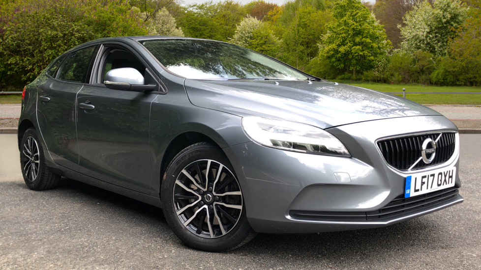 Volvo V40 T2 Momentum Auto, Rear Park Sensors, 16 Inch Alloys, DAB Radio, Bluetooth Telephone 1.5 Automatic 5 door Hatchback (2017)