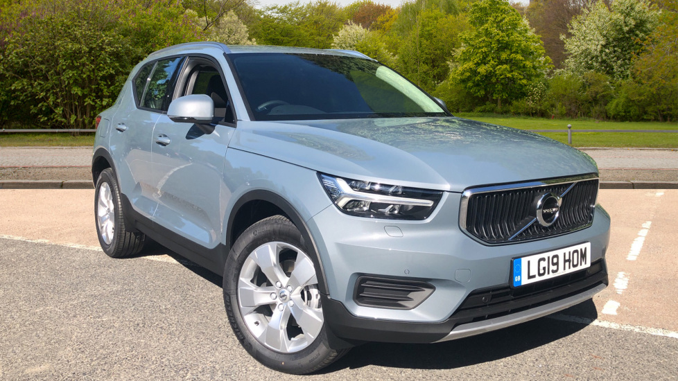 Volvo XC40 2.0 D3 Momentum Auto with Nav, Intellisafe Surround, Winter Pk and Convenience Pk. Diesel Automatic 5 door Estate (2020) image