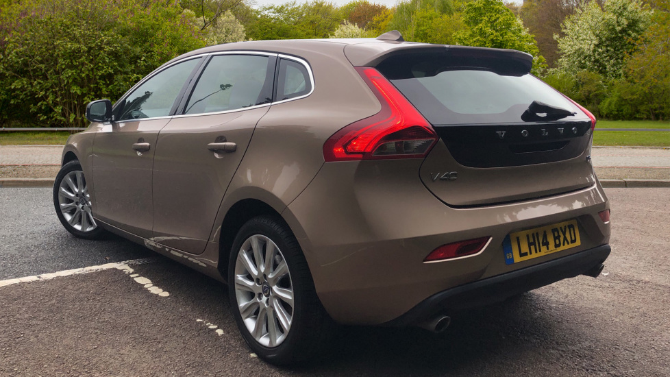 Volvo V40 D3 SE Lux Nav Auto with Heated Screen & Seats, Pano Roof, DAB Radio & Forward Folding Front Seat image 4