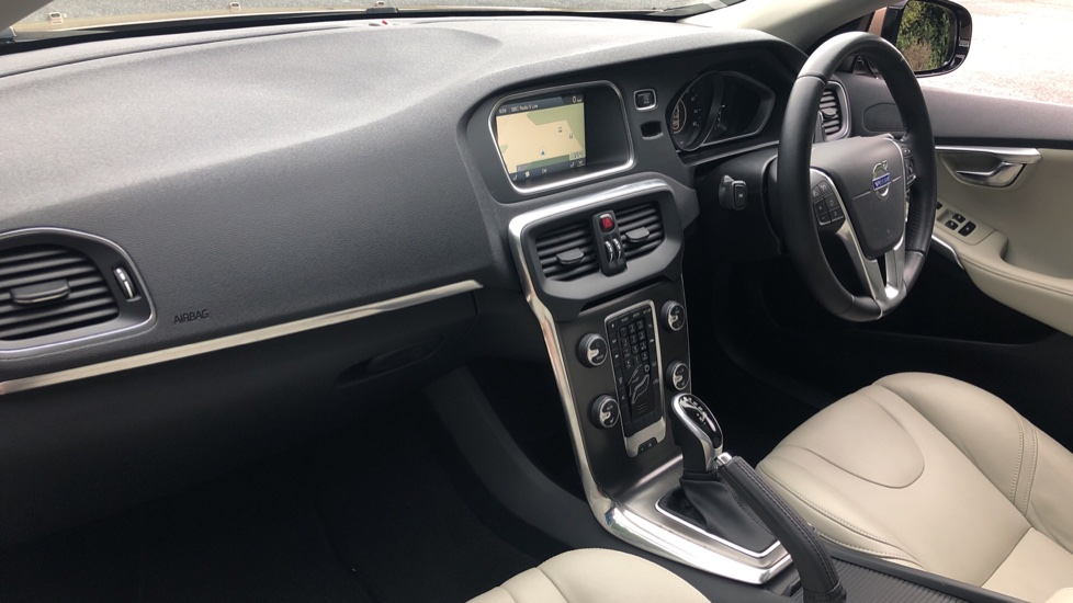 Volvo V40 D3 SE Lux Nav Auto with Heated Screen & Seats, Pano Roof, DAB Radio & Forward Folding Front Seat image 9