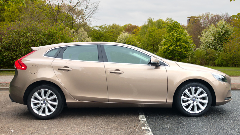 Volvo V40 D3 SE Lux Nav Auto with Heated Screen & Seats, Pano Roof, DAB Radio & Forward Folding Front Seat image 2