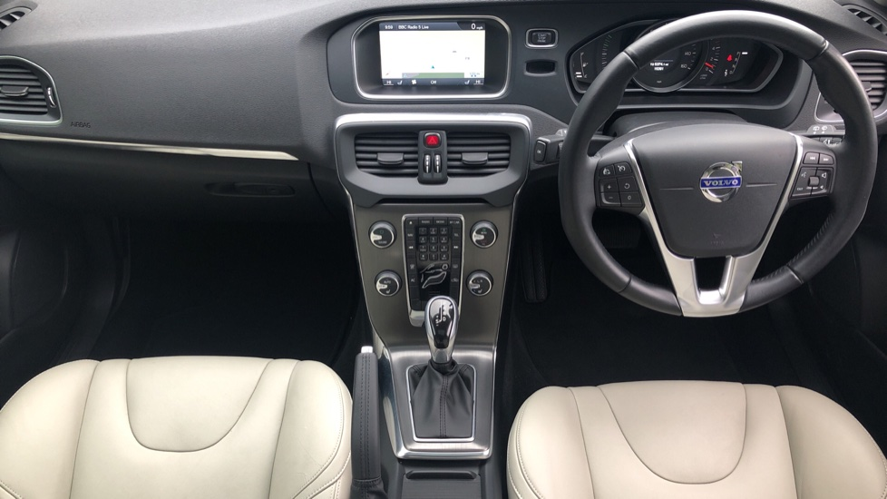 Volvo V40 D3 SE Lux Nav Auto with Heated Screen & Seats, Pano Roof, DAB Radio & Forward Folding Front Seat image 11