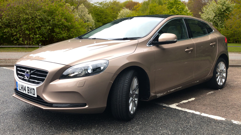 Volvo V40 D3 SE Lux Nav Auto with Heated Screen & Seats, Pano Roof, DAB Radio & Forward Folding Front Seat image 3