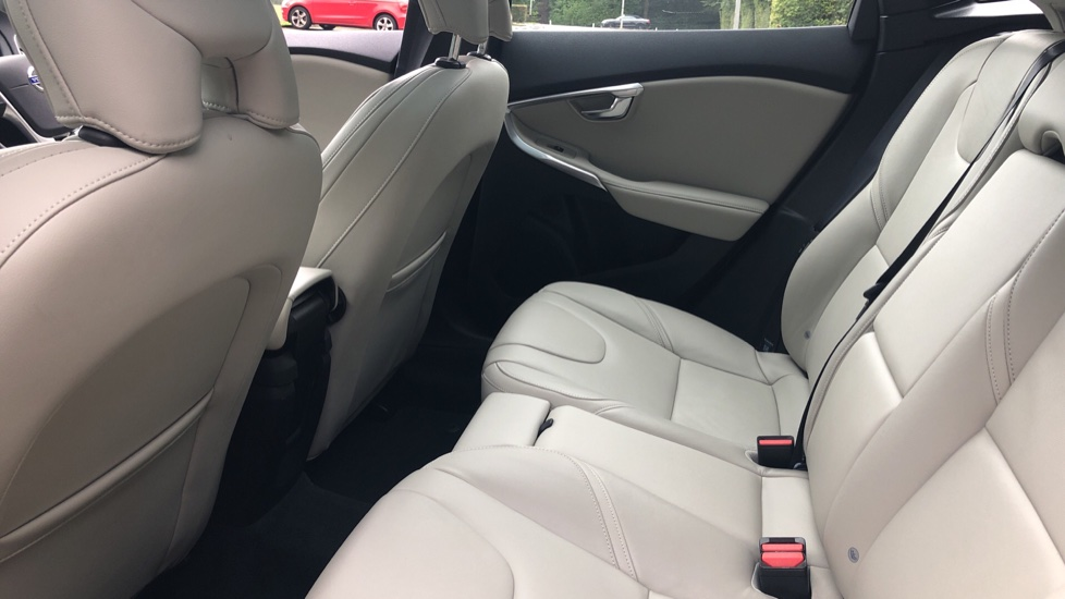 Volvo V40 D3 SE Lux Nav Auto with Heated Screen & Seats, Pano Roof, DAB Radio & Forward Folding Front Seat image 16