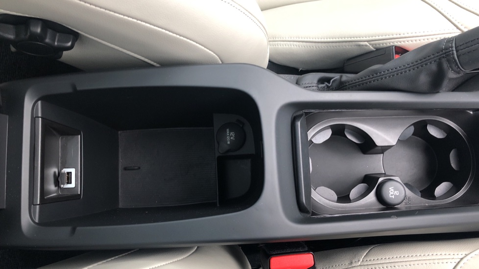 Volvo V40 D3 SE Lux Nav Auto with Heated Screen & Seats, Pano Roof, DAB Radio & Forward Folding Front Seat image 23