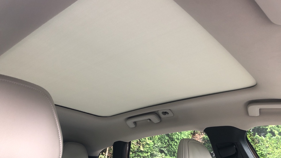 Volvo V40 D3 SE Lux Nav Auto with Heated Screen & Seats, Pano Roof, DAB Radio & Forward Folding Front Seat image 6