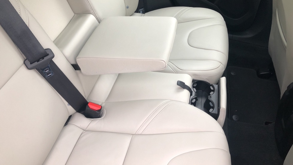 Volvo V40 D3 SE Lux Nav Auto with Heated Screen & Seats, Pano Roof, DAB Radio & Forward Folding Front Seat image 17
