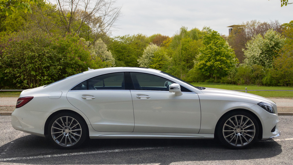 Mercedes-Benz CLS-Class CLS 350d AMG Line Premium Plus Auto with 360 Camera, Command Sat Nav. image 2
