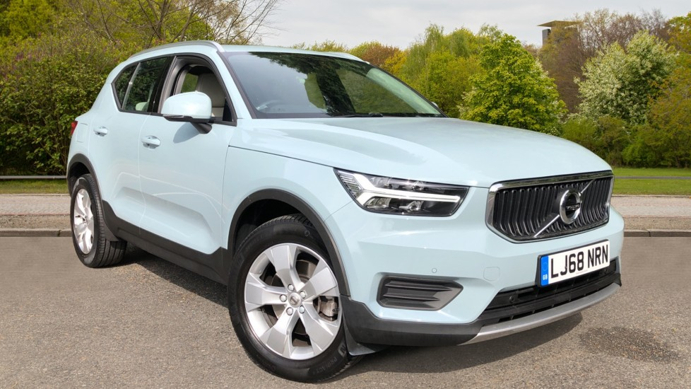 Volvo XC40 D3 Momentum AWD Auto, Nav, Rear Camera, Parking Sensors, Smartphone Integration, Keyless Drive 2.0 Diesel Automatic 5 door 4x4 (2018) available from Land Rover Swindon thumbnail image