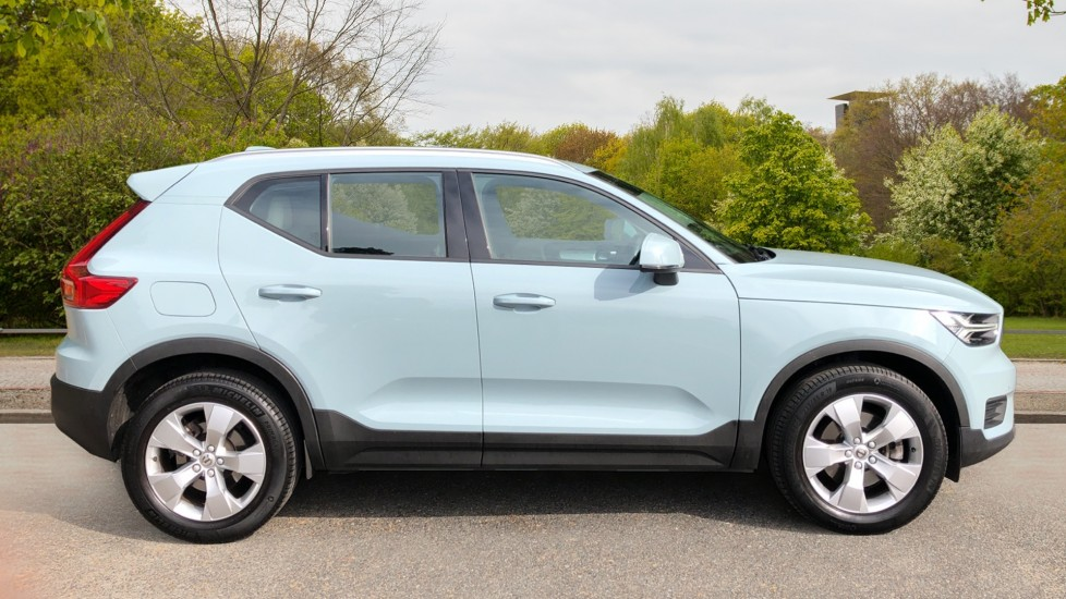 Volvo XC40 D3 Momentum AWD Auto, Nav, Rear Camera, Parking Sensors, Smartphone Integration, Keyless Drive image 2