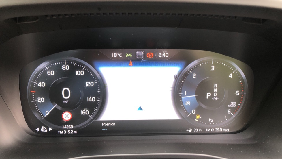 Volvo XC40 D3 Momentum AWD Auto, Nav, Rear Camera, Parking Sensors, Smartphone Integration, Keyless Drive image 10 thumbnail