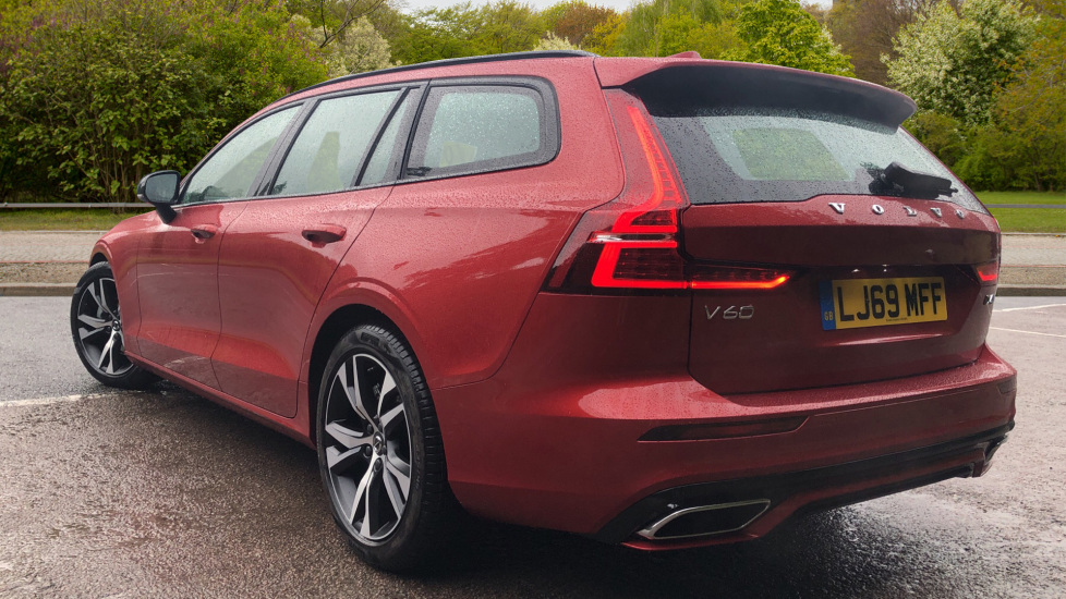 Volvo V60 2.0 D4 [190] R Design with Winter Pack, Heated Screen, Smartphone Integration, Apply Car Play  image 3