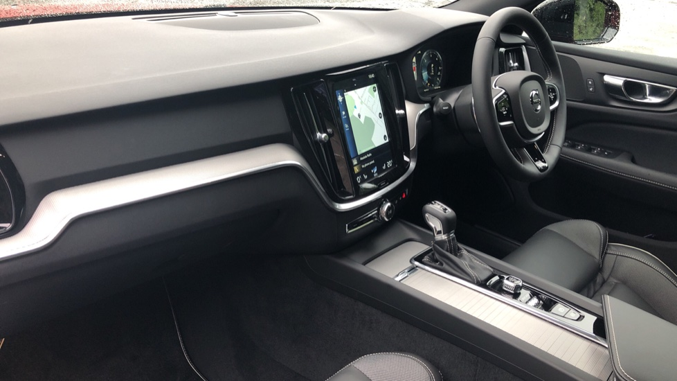 Volvo V60 2.0 D4 [190] R Design with Winter Pack, Heated Screen, Smartphone Integration, Apply Car Play  image 9