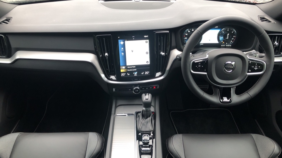 Volvo V60 2.0 D4 [190] R Design with Winter Pack, Heated Screen, Smartphone Integration, Apply Car Play  image 8