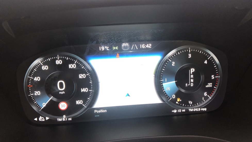 Volvo V60 2.0 D4 [190] R Design with Winter Pack, Heated Screen, Smartphone Integration, Apply Car Play  image 7