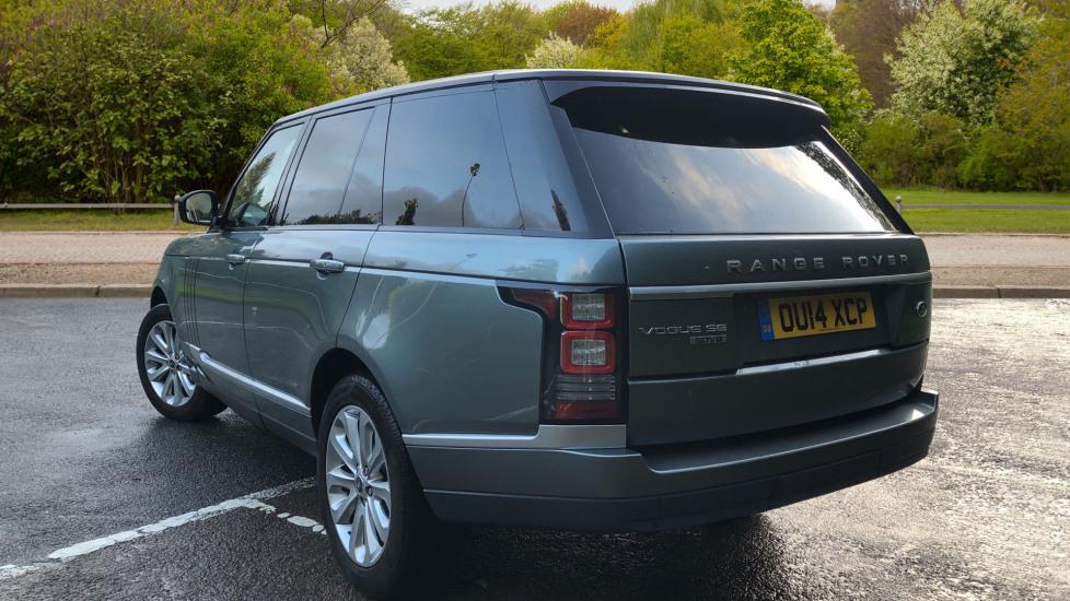 Land Rover Range Rover 4.4 SDV8 Vogue SE 4dr, Lenticular TV & Sat Nav, Heated Screen, 4 Zone Climate Air Con, Memory Seats image 4