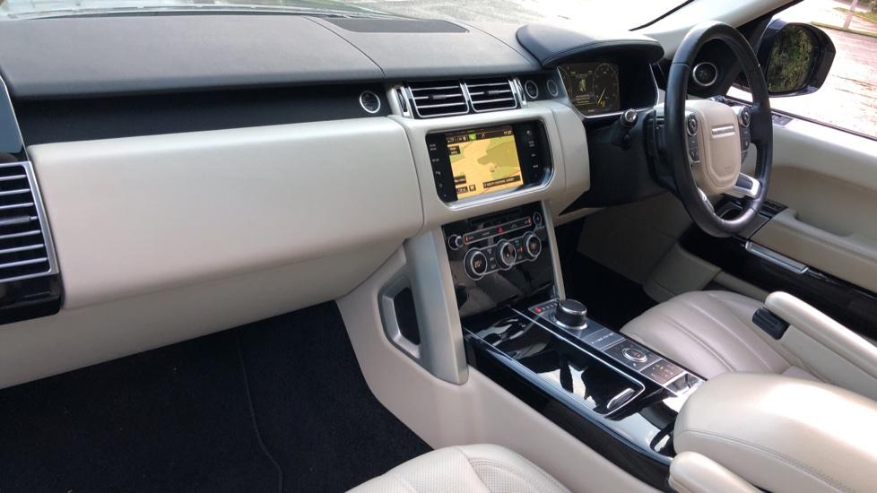 Land Rover Range Rover 4.4 SDV8 Vogue SE 4dr, Lenticular TV & Sat Nav, Heated Screen, 4 Zone Climate Air Con, Memory Seats image 8