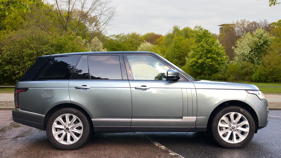 Land Rover Range Rover 4.4 SDV8 Vogue SE 4dr, Lenticular TV & Sat Nav, Heated Screen, 4 Zone Climate Air Con, Memory Seats image 2