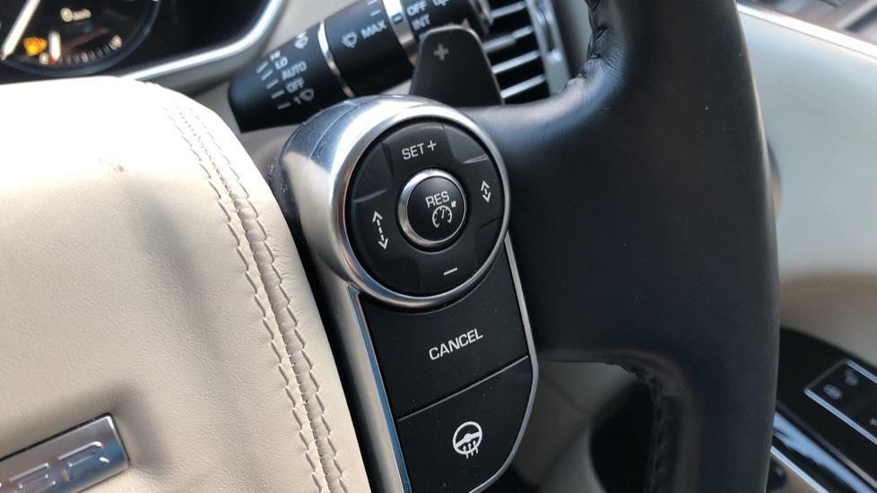 Land Rover Range Rover 4.4 SDV8 Vogue SE 4dr, Lenticular TV & Sat Nav, Heated Screen, 4 Zone Climate Air Con, Memory Seats image 20