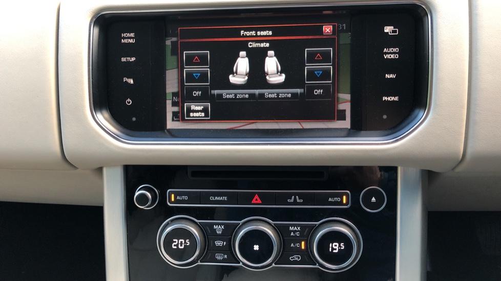 Land Rover Range Rover 4.4 SDV8 Vogue SE 4dr, Lenticular TV & Sat Nav, Heated Screen, 4 Zone Climate Air Con, Memory Seats image 9