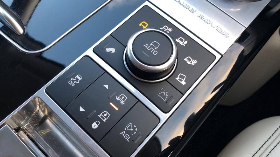Land Rover Range Rover 4.4 SDV8 Vogue SE 4dr, Lenticular TV & Sat Nav, Heated Screen, 4 Zone Climate Air Con, Memory Seats image 22