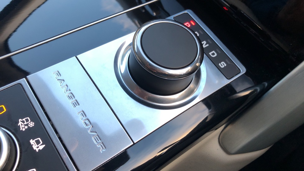 Land Rover Range Rover 4.4 SDV8 Vogue SE 4dr, Lenticular TV & Sat Nav, Heated Screen, 4 Zone Climate Air Con, Memory Seats image 17