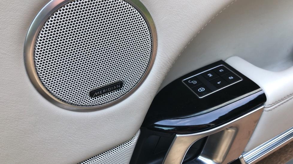 Land Rover Range Rover 4.4 SDV8 Vogue SE 4dr, Lenticular TV & Sat Nav, Heated Screen, 4 Zone Climate Air Con, Memory Seats image 7