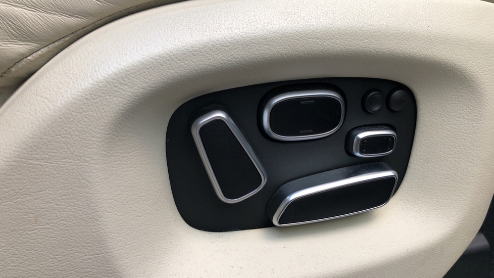 Land Rover Range Rover 4.4 SDV8 Vogue SE 4dr, Lenticular TV & Sat Nav, Heated Screen, 4 Zone Climate Air Con, Memory Seats image 12