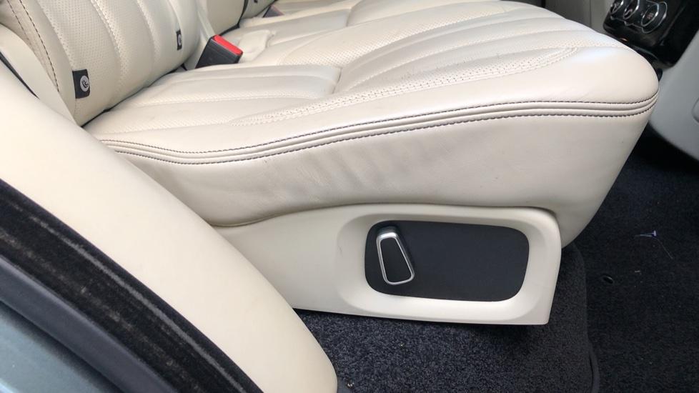 Land Rover Range Rover 4.4 SDV8 Vogue SE 4dr, Lenticular TV & Sat Nav, Heated Screen, 4 Zone Climate Air Con, Memory Seats image 23