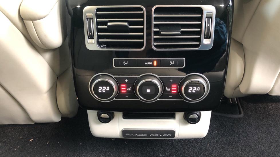 Land Rover Range Rover 4.4 SDV8 Vogue SE 4dr, Lenticular TV & Sat Nav, Heated Screen, 4 Zone Climate Air Con, Memory Seats image 16