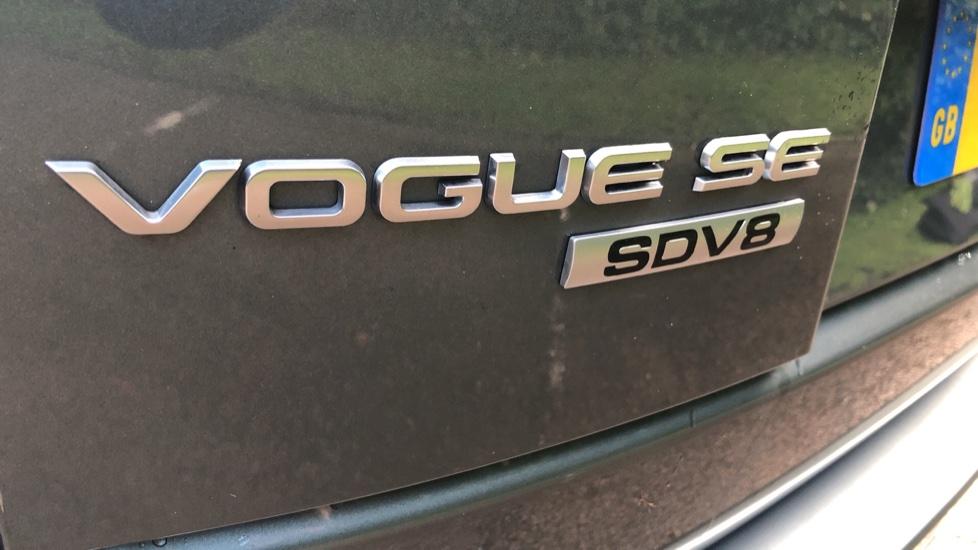 Land Rover Range Rover 4.4 SDV8 Vogue SE 4dr, Lenticular TV & Sat Nav, Heated Screen, 4 Zone Climate Air Con, Memory Seats image 24