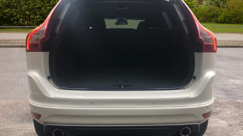 Volvo XC60 D5 [215] AWD R Design Nav Auto with High Perfor Audio, ECC DAB Radio, USB & Bluetooth image 15