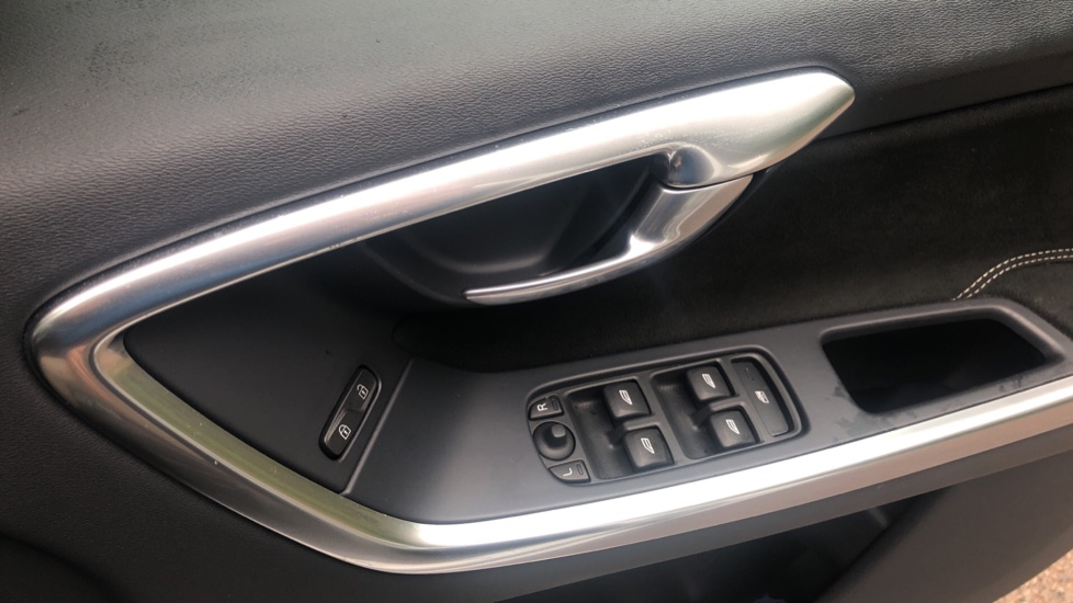 Volvo XC60 D5 [215] AWD R Design Nav Auto with High Perfor Audio, ECC DAB Radio, USB & Bluetooth image 21