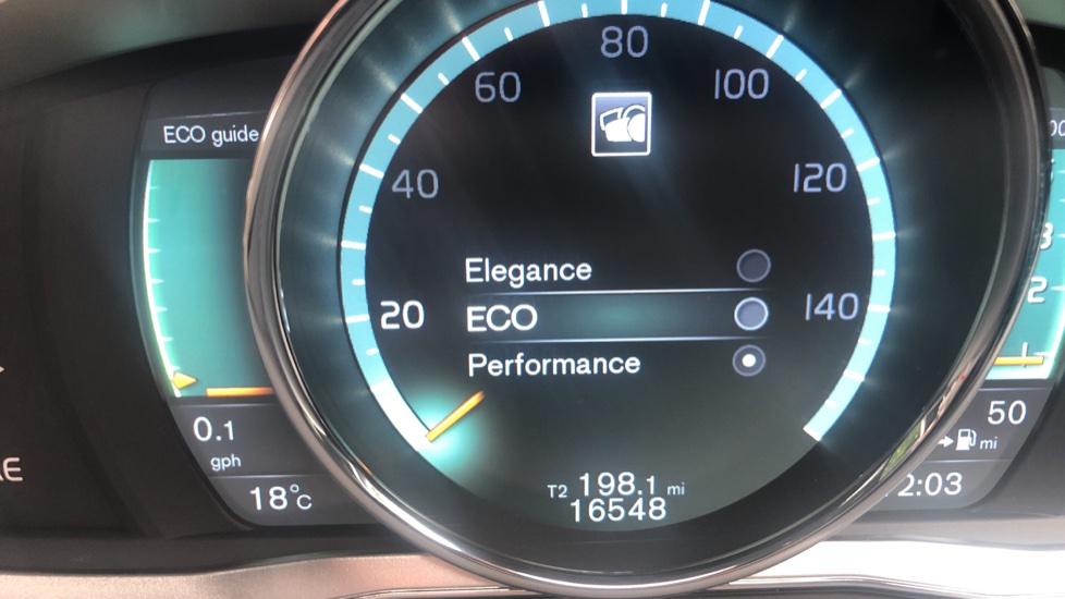 Volvo XC60 D5 [215] AWD R Design Nav Auto with High Perfor Audio, ECC DAB Radio, USB & Bluetooth image 8