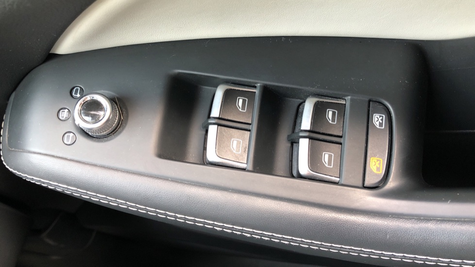 Audi Q5 SQ5 Quattro Auto, with Audi Music Interface, F.Heated Seats, Paddles Shifters, R.Park Sensors image 22