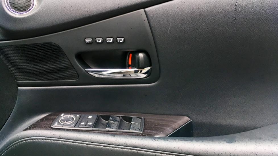 Lexus RX 450h 3.5 Hybrid Luxury Auto with Parking Sensors, Sat Nav, Rear Camera & Heated Front Seats image 19