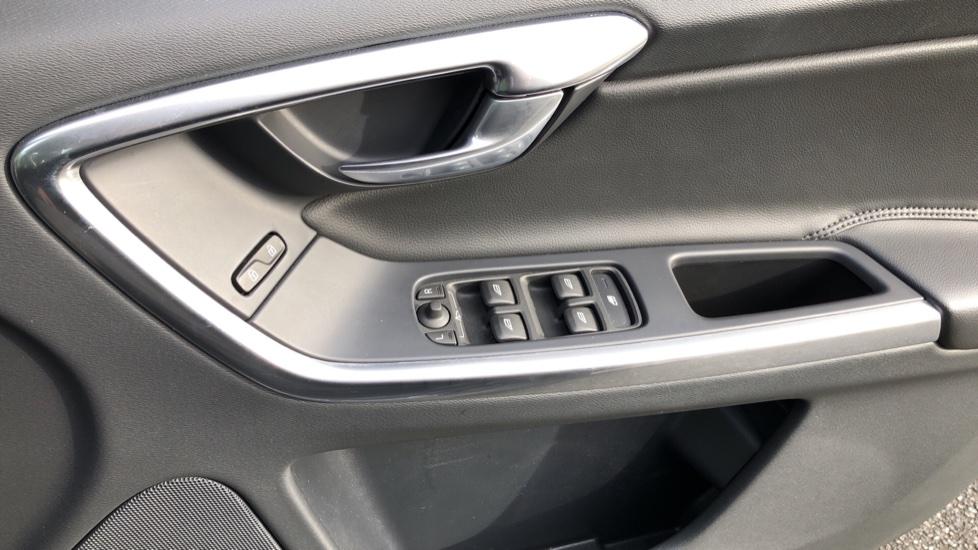 Volvo XC60 D5 SE Lux Nav AWD AT, Winter Pk, Active Bending Headlights, R. Sensors, Keyless Drive, DAB Radio image 28