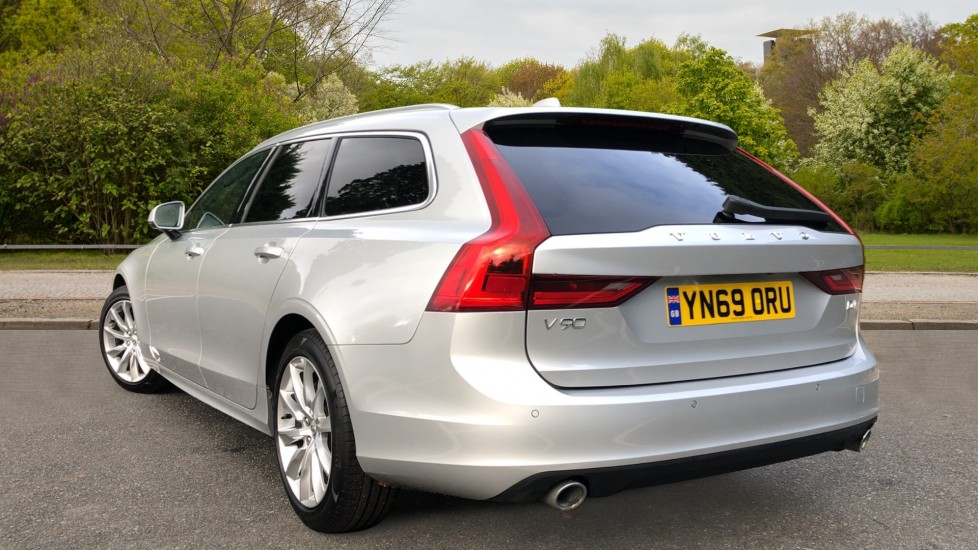 Volvo V90 D4 Momentum Plus Auto, Nav, Winter Pack, Heated Screen, Keyless Drive, Privacy Glass image 4