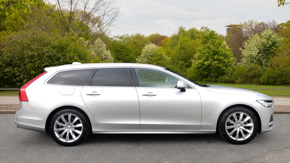 Volvo V90 D4 Momentum Plus Auto, Nav, Winter Pack, Heated Screen, Keyless Drive, Privacy Glass image 2