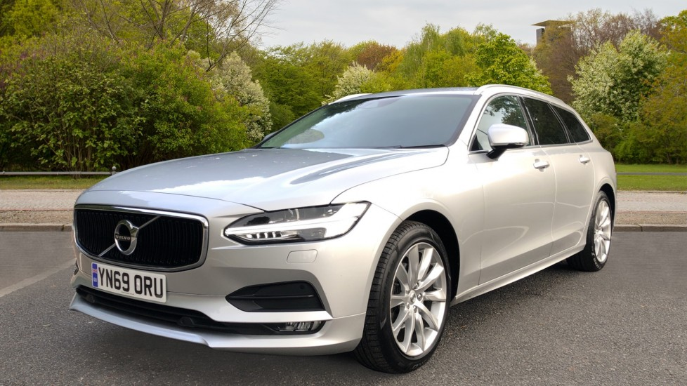 Volvo V90 D4 Momentum Plus Auto, Nav, Winter Pack, Heated Screen, Keyless Drive, Privacy Glass image 3