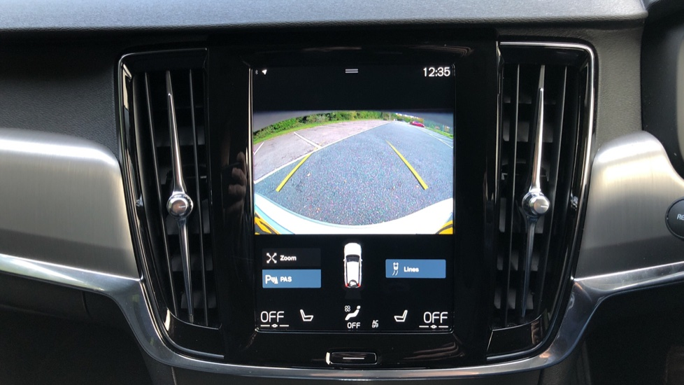 Volvo V90 D4 Momentum Plus Auto, Nav, Winter Pack, Heated Screen, Keyless Drive, Privacy Glass image 6