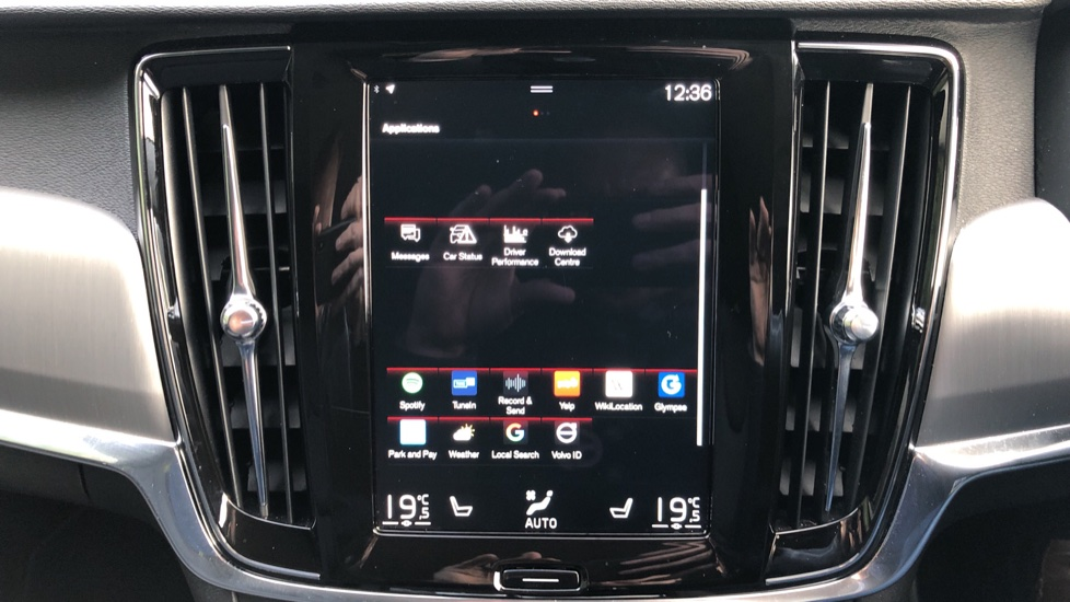 Volvo V90 D4 Momentum Plus Auto, Nav, Winter Pack, Heated Screen, Keyless Drive, Privacy Glass image 19