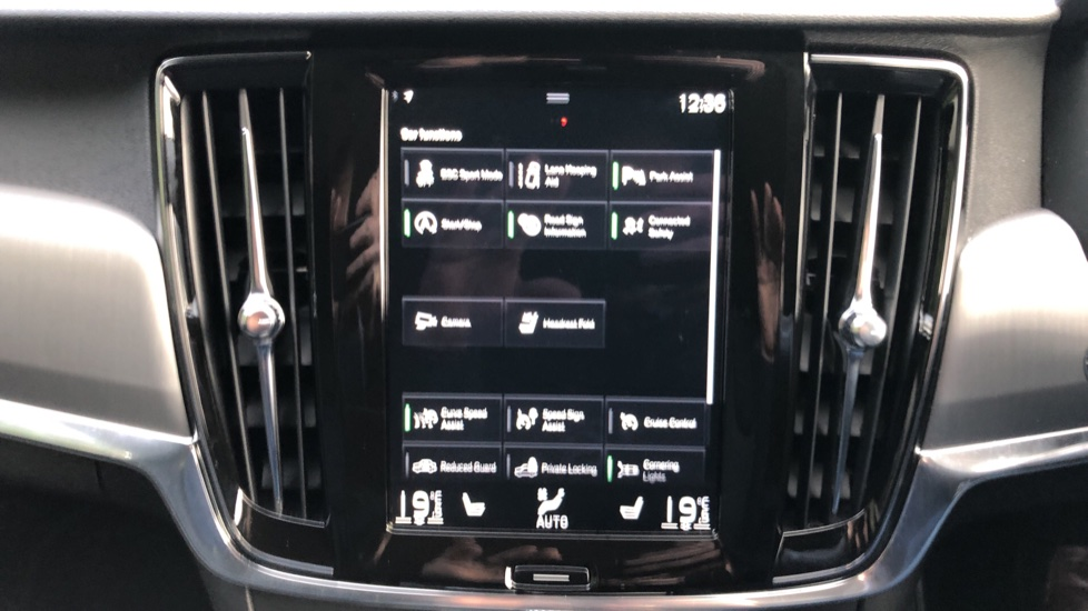 Volvo V90 D4 Momentum Plus Auto, Nav, Winter Pack, Heated Screen, Keyless Drive, Privacy Glass image 20