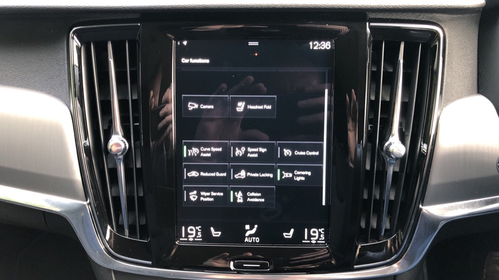 Volvo V90 D4 Momentum Plus Auto, Nav, Winter Pack, Heated Screen, Keyless Drive, Privacy Glass image 21