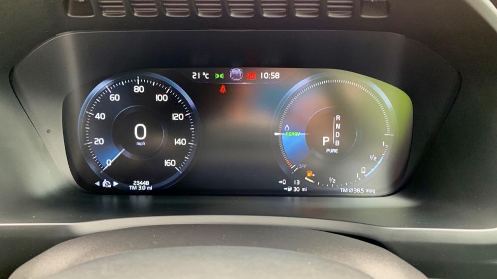 Volvo XC90 2.0 T8 Hybrid R Design Auto W. Sensus Navigation, Rear Park Assist & Cruise Control image 7