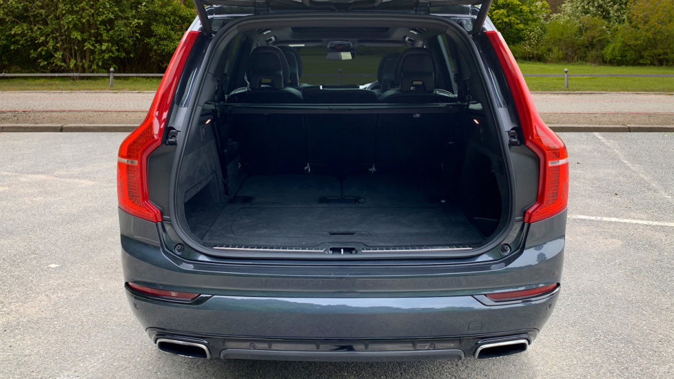 Volvo XC90 2.0 T8 Hybrid R Design Auto W. Sensus Navigation, Rear Park Assist & Cruise Control image 8